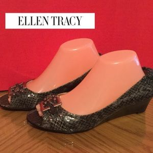 New never worn Ellen Tracy Cynthia size 9M gray